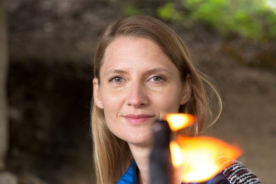 Schamanin Katharina Loidl in Salzburg, Linz und Wien.